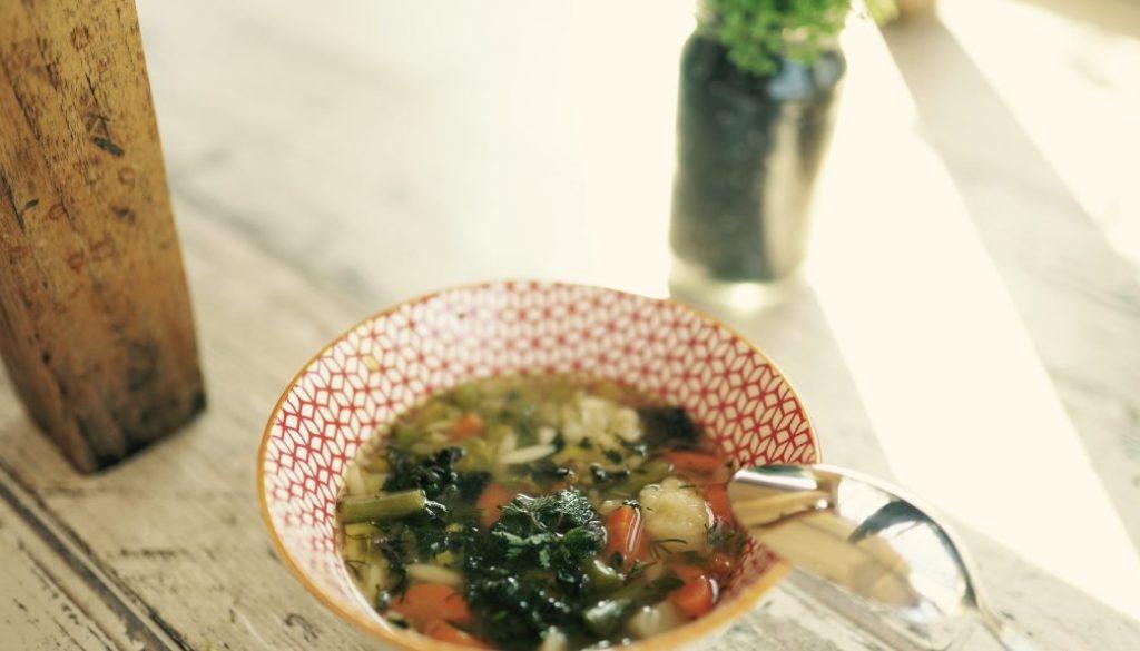 Zupa jarzynowa z pokrzywą